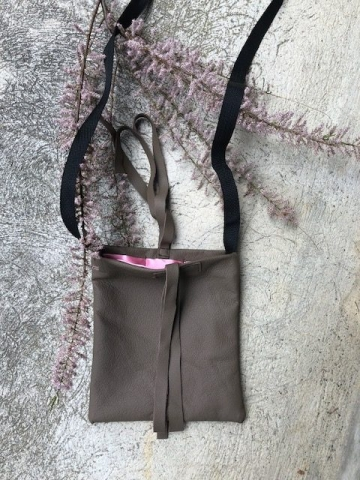 Leatherbag with silkinlet, handmade.